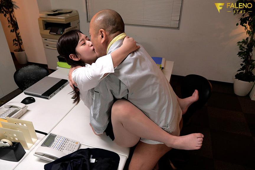 陰湿な中年清掃員のネットリ舐め愛撫にハマり毎日オフィスでステルス性交 桃尻かなめ 6枚目