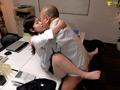 毎日オフィスでステルス性交 桃尻かなめ サムネ6