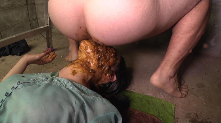 スカトロ!むせかえる食糞便器女2 の画像2