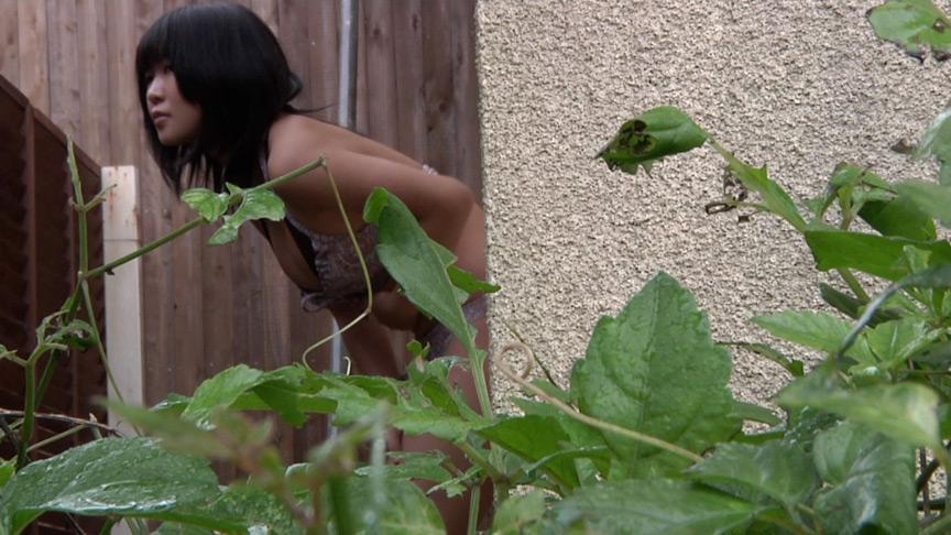 脱糞盗撮!水着でノグソする女の子 画像 2