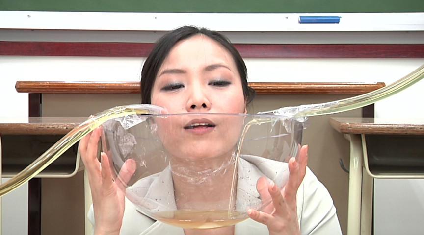 おしっこフェチ 放尿からの飲み干し 画像 4