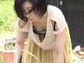熟女のゆる~いブラからの乳首チラチラ(盗撮風)のサムネイルエロ画像No.4