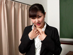 「優衣香さんのカメラに向かって淫語フェチ映像」のパッケージ画像