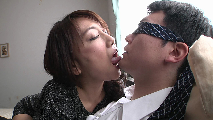 熟女マニア郁美さんの口臭嗅がせ手コキ熟女