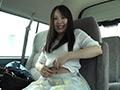 車内でへそ観察 梅原葵のサムネイルエロ画像No.1