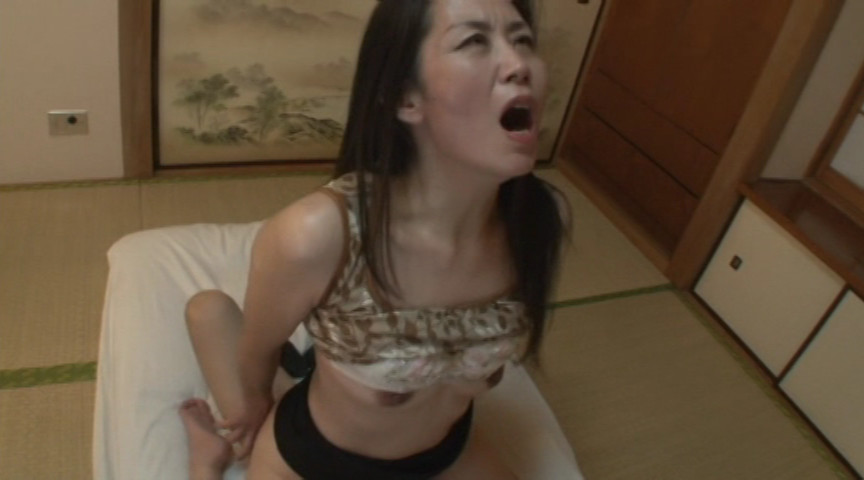 痴女催眠で命令されるままにオモチャにされて白目を剥いて失神した人妻 真弓 の画像2