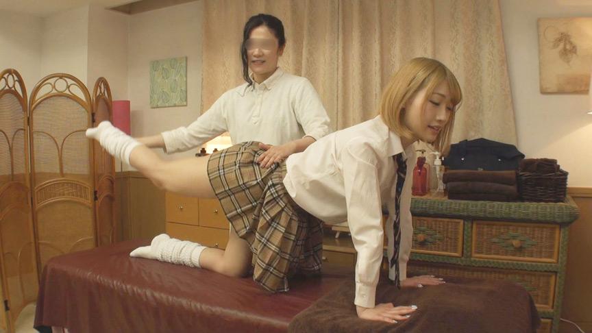 男性施術師に交代?制服美少女の性感オイルマッサージ3 画像 1