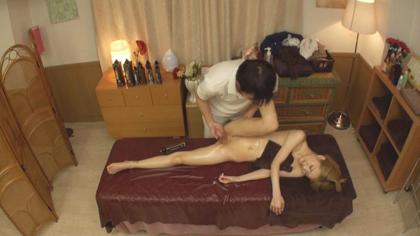 男性施術師に交代?制服美少女の性感オイルマッサージ3 画像 5