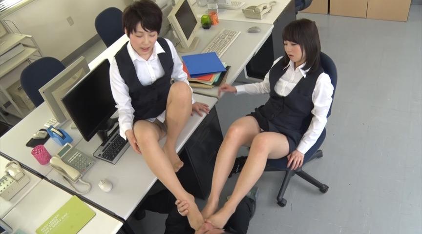 地味だけどエロい女性事務員のナチュラルストッキングで 画像 2