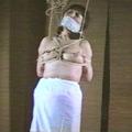 あぐら股縄・乳首がのびる痛烈吊り