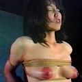 濃艶人妻黒柱縛り・尻肉なぶり縄