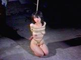 人妻拷問倉庫・吊り責め股裂き縄