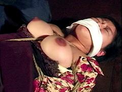 乳首縄虐・どこまで耐えるか巨乳OL
