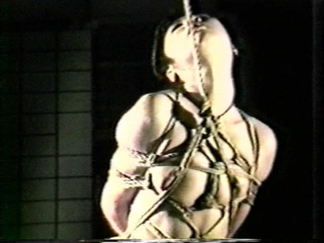 濡木痴夢男緊縛美外伝4 広咲千絵~荒縄網縄拷問縛り の画像1