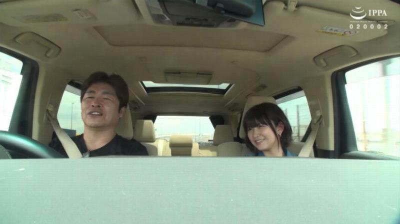 深田結梨を貸し切りドライブデートのサンプル画像1