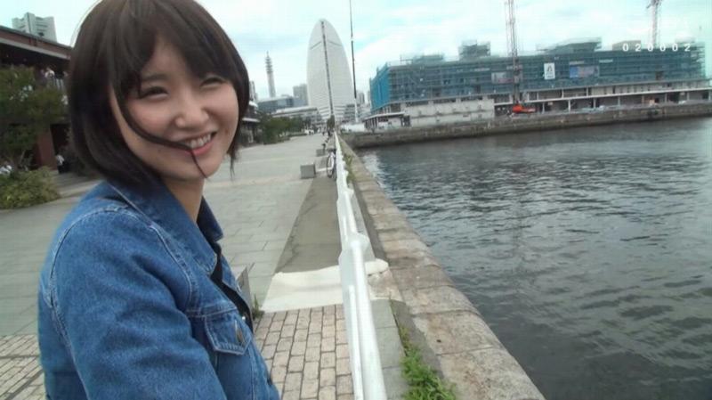 深田結梨を貸し切りドライブデートのサンプル画像3