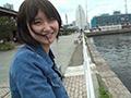 深田結梨を貸し切りドライブデートのサムネイルエロ画像No.3