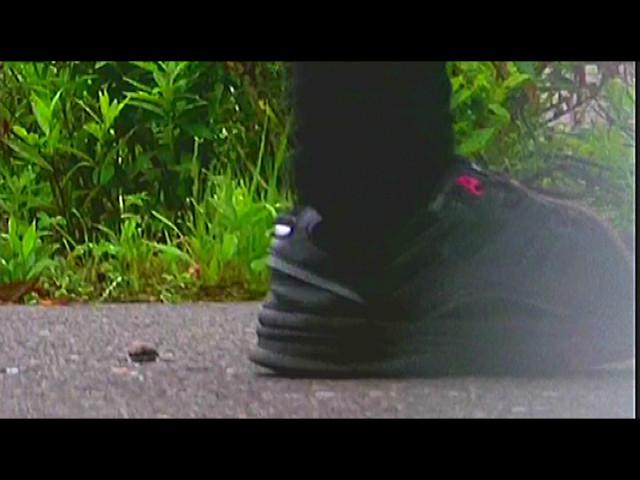 カタツムリがローファー・スニーカーで踏み潰される! 画像 3