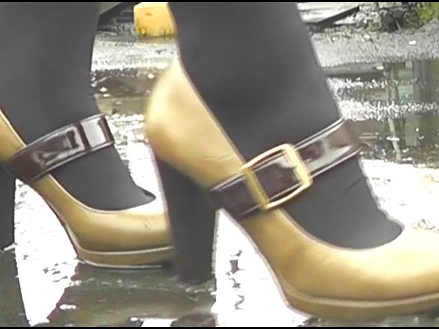 上履き・パンプス・ナマ足で踏みにじられるカタツムリ 画像 7