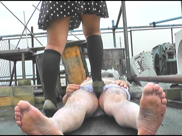 上履き・パンプス・ナマ足で踏みにじられるカタツムリ 画像 14