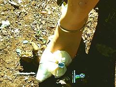 クラッシュ:「草原のヒキガエル」を泥まみれにして踏み潰す!