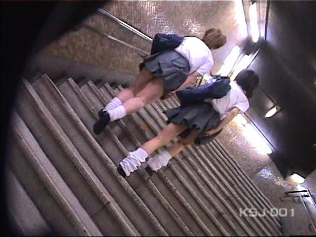 風よ!スカートへ! 女子校生のパンツを狙え! Vol.1 の画像4