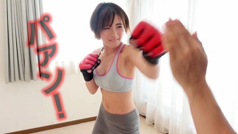 某キックボクシングジムで働く大人気の美人トレーナー