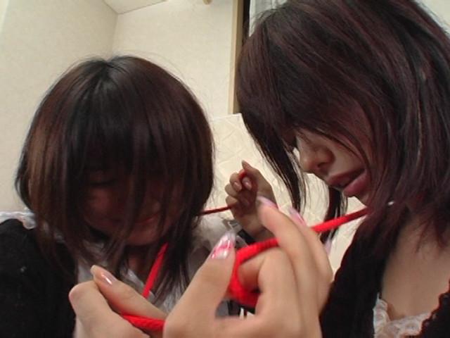 美人姉妹首絞めサバイバル、私生きる 画像 1