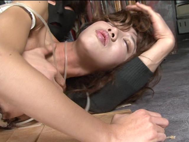 喉が涸れ弄る愛撫と絞め欲情のサンプル画像
