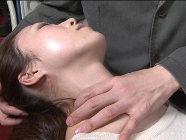 レズ接吻で呼吸を奪い絞れる 画像 2