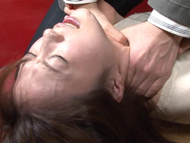 レズ接吻で呼吸を奪い絞れる 画像 4