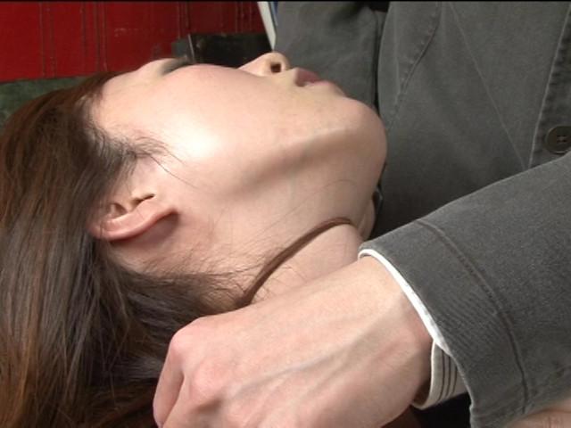 レズ接吻で呼吸を奪い絞れる 画像 6