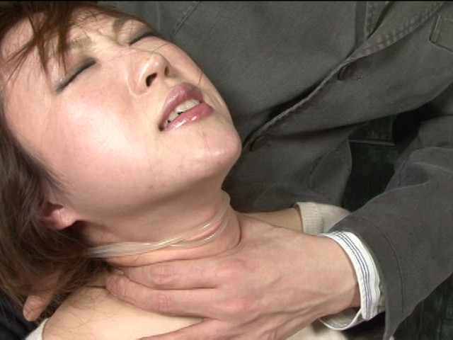 レズ接吻で呼吸を奪い絞れる 画像 7