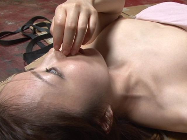 レズ接吻で呼吸を奪い絞れる 画像 17