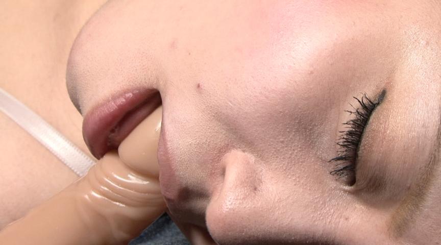 悪戯に嗤い浮かぶ喉仏の紫筋のサンプル画像