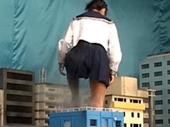クラッシュ:巨大女子校生3