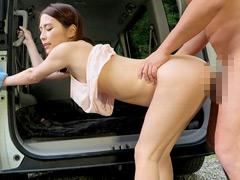 一緒に洗車に来たツレの彼女がまさかのノーブラ!