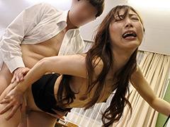 AVで必死にオナる童貞生徒を見た欲求不満の美人女教師