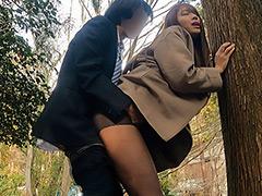 優先順位は【SEX>>>金>仕事】!!ヤリマンOL勤務中にチ●ポ追い回し所構わずイキっ放し!! 木下ひまり