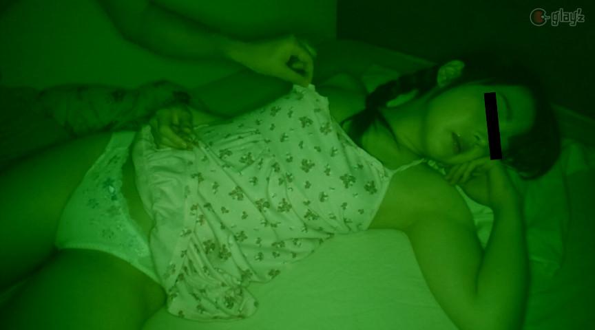 両親が寝ている間に犯されたパイパン田舎無垢少● 深夜侵入レ●プ 1枚目