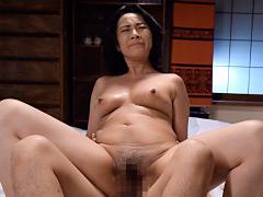 夫の寝ている横で息子の性技に溺れる母 中山香苗