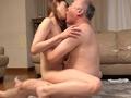 義父と嫁、密着中出し交尾 森沢かなのサムネイルエロ画像No.5