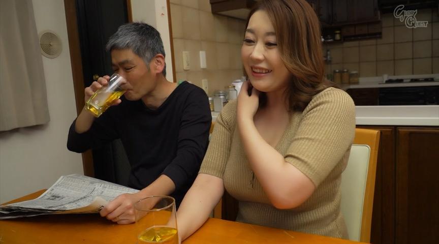 姑の卑猥過ぎる巨乳を狙う娘婿 藤咲美玲 画像 1