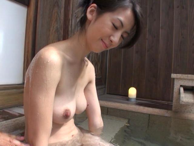 人妻湯恋旅行044 の画像3