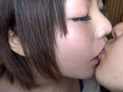女の股間を濡らすKISS01