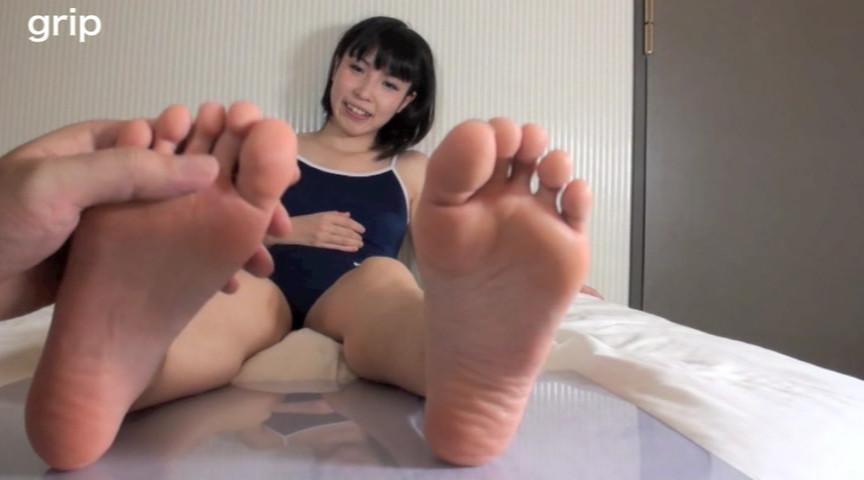 スク水ロリ美少女JK足裏クラッシュ個人撮影 しとう和歌 画像 1
