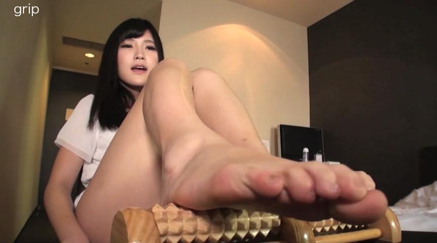 高身長美脚痴女の足裏フェチ撮影と足コキ電気アンマ 画像 3