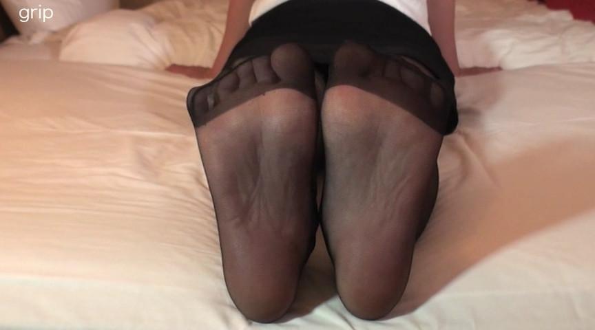 優しい淫語美痴女の足裏フェチ個撮と美脚踏みコキ責め 画像 1