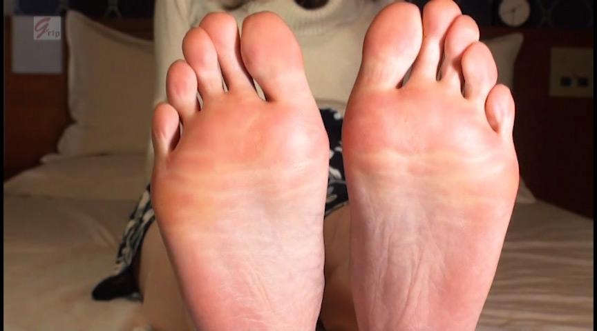 現役素人女子大生の敏感過ぎる足裏と意外にドSな足責め