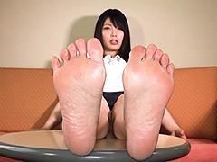 足裏:膝から下が性感帯の女の子と足裏で遊ぼっ! 新村あかり